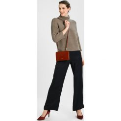 Swetry klasyczne damskie: And Less GITTE Sweter bindel