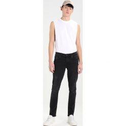 Only & Sons ONSLOOM Jeansy Slim Fit black denim. Czarne jeansy męskie marki Only & Sons. W wyprzedaży za 152,10 zł.