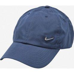 Nike Sportswear - Czapka. Różowe czapki z daszkiem męskie marki Nike Sportswear, l, z nylonu, z okrągłym kołnierzem. Za 59,90 zł.