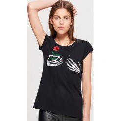 Koszulka z nadrukiem HALLOWEEN - Czarny. Czarne t-shirty damskie marki Cropp, l, z nadrukiem. Za 19,99 zł.