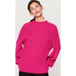 Sweter oversize z półgolfem - Różowy. Czerwone swetry oversize damskie marki Mohito, l. W wyprzedaży za 59,99 zł.