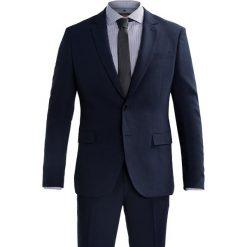 Pier One Garnitur dark blue. Niebieskie garnitury marki Tiffosi. W wyprzedaży za 411,75 zł.