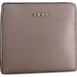 Mały Portfel Damski DKNY - Bryant Bifold Wallet R83Z3657 Warm Grey WG5 72. Brązowe portfele damskie DKNY, ze skóry. Za 289,00 zł.