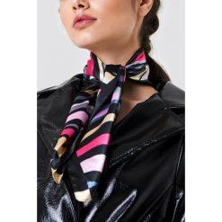 Trendyol Błyszcząca apaszka w paski - Black,Multicolor. Czarne apaszki damskie Trendyol, w paski, z poliesteru. Za 40,95 zł.