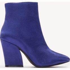 Botki damskie lity: NA-KD Shoes Satynowe botki na średnim obcasie - Blue
