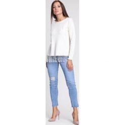 Swetry klasyczne damskie: Jasnobeżowy Sweter Rows Of Fringes