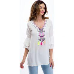 Kremowa bluzka z kolorowym haftem 8516. Białe bluzki z odkrytymi ramionami Fasardi, l, z haftami. Za 49,00 zł.
