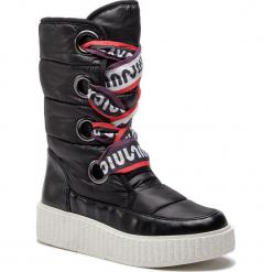 Kozaki JUICY BY JUICY COUTURE - Diletta JJ155 Pitch Black. Czarne buty zimowe damskie Juicy by Juicy Couture, z materiału, przed kolano, na wysokim obcasie. Za 609,00 zł.