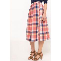 Długie spódnice: Spódnica do kolana w kratę, zapinana na guziki z boku