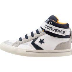Converse PRO BLAZE STRAP HI LEATHER Tenisówki i Trampki wysokie white/golden/obsidian. Białe tenisówki męskie marki Converse, z materiału. W wyprzedaży za 224,25 zł.