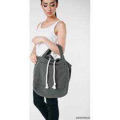 Torba dzianinowa w kolorze khaki. Brązowe torebki klasyczne damskie marki Pakamera, z bawełny, duże. Za 93,00 zł.