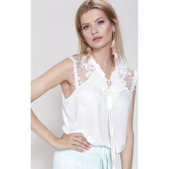 Bluzki damskie: Biała Bluzka To Be A Lady