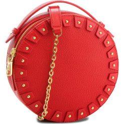 Torebka GUESS - HWYOYO L8388 RED. Czerwone torebki klasyczne damskie marki Guess, z aplikacjami, ze skóry. Za 799,00 zł.