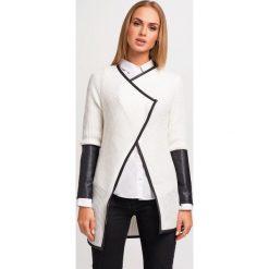 Swetry damskie: Ecru Stylowy Sweter Narzutka z Dodatkiem Eco-Skóry