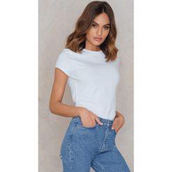 T-shirty damskie: Statement By NA-KD Influencers T-shirt Raquelreitx – White