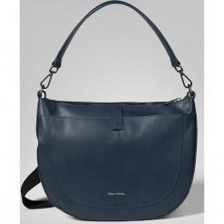 """Skórzana torebka """"Nintyseven"""" w kolorze granatowym - 34 x 23 x 15 cm. Niebieskie torebki klasyczne damskie Marc O'Polo, w paski, z materiału. W wyprzedaży za 409,95 zł."""