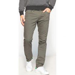 Dżinsy slim. Czarne jeansy męskie slim marki La Redoute Collections, l, z bawełny, bez rękawów, krótkie, z kapturem. Za 136,46 zł.