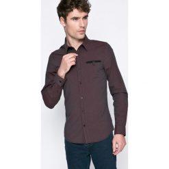 Guess Jeans - Koszula. Czarne koszule męskie jeansowe Guess Jeans, l, z aplikacjami, z klasycznym kołnierzykiem, z długim rękawem. W wyprzedaży za 179,90 zł.
