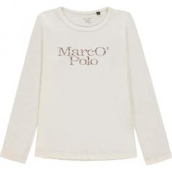 Koszulka w kolorze białym. Białe bluzki dziewczęce bawełniane marki Marc O'Polo Junior, z nadrukiem, z okrągłym kołnierzem, z długim rękawem. W wyprzedaży za 49,95 zł.