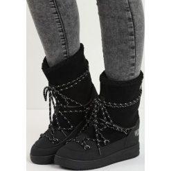 Czarne Śniegowce Moonlight Dance. Czarne buty zimowe damskie marki TOMMY HILFIGER, z materiału. Za 89,99 zł.