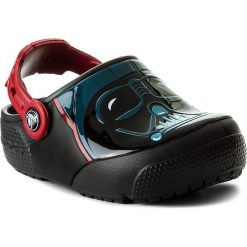 Klapki CROCS - Funlab Lights Darth Vader 204137 Black. Czarne klapki chłopięce marki Crocs, z tworzywa sztucznego. W wyprzedaży za 159,00 zł.