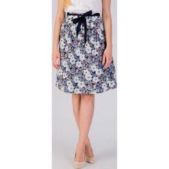Rozkloszowana spódnica w kwiaty QUIOSQUE. Niebieskie spódniczki dziewczęce w kwiaty QUIOSQUE, z bawełny. W wyprzedaży za 49,99 zł.