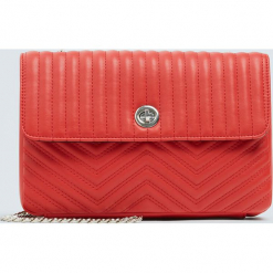 Czerwona pikowana torebka na ramię. Czerwone torebki klasyczne damskie marki Pull&Bear, pikowane. Za 79,90 zł.