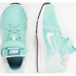 Nike Performance DOWNSHIFTER 8 PSV GK Obuwie do biegania treningowe emerald rise/white/igloo/noise. Zielone buty do biegania damskie marki Nike Performance, z materiału. Za 169,00 zł.