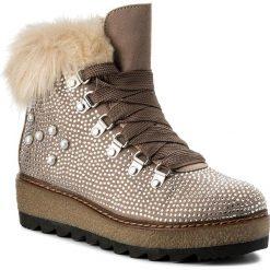 Botki TAMARIS - 1-26722-39 Shell 480. Brązowe buty zimowe damskie marki Tamaris, z materiału, na obcasie. W wyprzedaży za 259,00 zł.