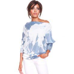 """Sweter """"Charlie"""" w kolorze biało-niebieskim. Białe swetry klasyczne damskie marki 100% Maille, s, z dekoltem w łódkę. W wyprzedaży za 129,95 zł."""
