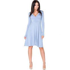 Niebieska Sukienka Rozkloszowana Midi z Dekoltem w Szpic. Czarne sukienki na komunię marki bonprix, do pracy, w paski, biznesowe, moda ciążowa. Za 139,90 zł.
