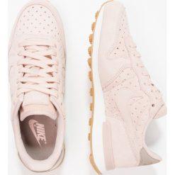 Trampki damskie slip on: Nike Sportswear INTERNATIONALIST Tenisówki i Trampki particle beige