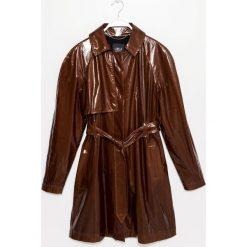 Płaszcz. Czerwone płaszcze damskie pastelowe Simple, na jesień, w paski. Za 499,90 zł.