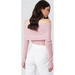 NA-KD Krótki sweter z wywijanym dekoltem - Pink. Różowe swetry klasyczne damskie NA-KD, z dzianiny. Za 80,95 zł.