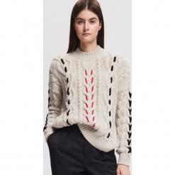 Sweter z warkoczowym splotem - Kremowy. Białe swetry klasyczne damskie marki Reserved, l, z dzianiny. Za 139,99 zł.