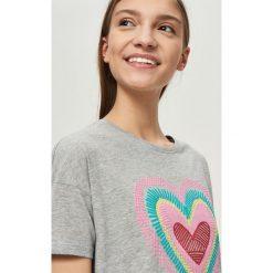 T-shirty damskie: T-shirt z kolorowym sercem – Jasny szar
