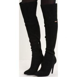 Czarne Kozaki Soren. Czarne buty zimowe damskie marki Born2be, ze szpiczastym noskiem, na wysokim obcasie. Za 104,99 zł.