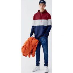 Bluza z czesanej dzianiny dresowej z panelami. Czerwone bluzy dresowe męskie marki KALENJI, m, z długim rękawem, długie. Za 89,90 zł.