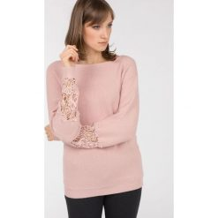 Swetry klasyczne damskie: Sweter z koronkowymi rękawami