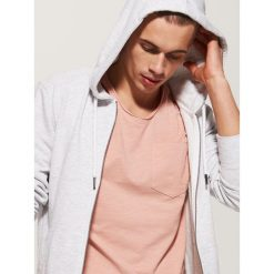 T-shirty męskie: T-shirt basic z kieszonką – Kremowy