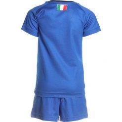 Puma FIGC ITALIEN HOME MINIKIT SET Krótkie spodenki sportowe team power blue/peacoat. Niebieskie spodenki chłopięce Puma, z elastanu, sportowe. W wyprzedaży za 186,75 zł.