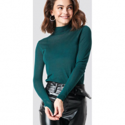 XLE the Label Sweter Devon - Green. Zielone golfy damskie XLE the Label, z dzianiny. Za 132,95 zł.