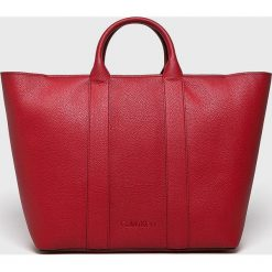 Calvin Klein - Torebka. Czerwone torebki klasyczne damskie marki Calvin Klein, w paski, z materiału, duże. Za 749,90 zł.