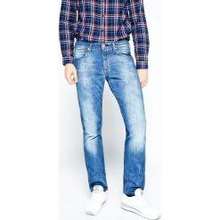 Wrangler - Jeansy Greensboro All Blue. Niebieskie jeansy męskie regular Wrangler. W wyprzedaży za 259,90 zł.