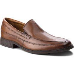 Półbuty CLARKS - Tilden Free 261300987 Dark Tan Leather. Brązowe derby męskie Clarks, z materiału. Za 319,00 zł.