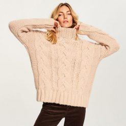 Gruby sweter ze stójką - Różowy. Czerwone swetry klasyczne damskie marki Reserved, l, ze stójką. Za 139,99 zł.