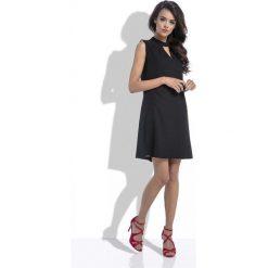 Czarna Trapezowa Wyjściowa Sukienka z Wycięciem przy Stójce. Czarne sukienki balowe marki bonprix, do pracy, w paski, moda ciążowa. Za 149,90 zł.