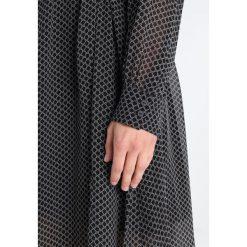 Second Female IZUMANIA  Sukienka letnia black. Czarne sukienki hiszpanki Second Female, na lato, m, z materiału. W wyprzedaży za 374,50 zł.
