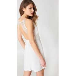 Samsoe & Samsoe Krótka sukienka Willow - White,Offwhite. Białe sukienki koronkowe Samsøe & Samsøe, w koronkowe wzory, z krótkim rękawem, mini. Za 242,95 zł.