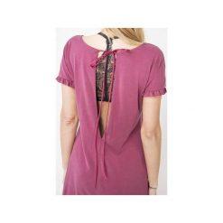 Sukienki: sukienka z rozcięciem na plecach